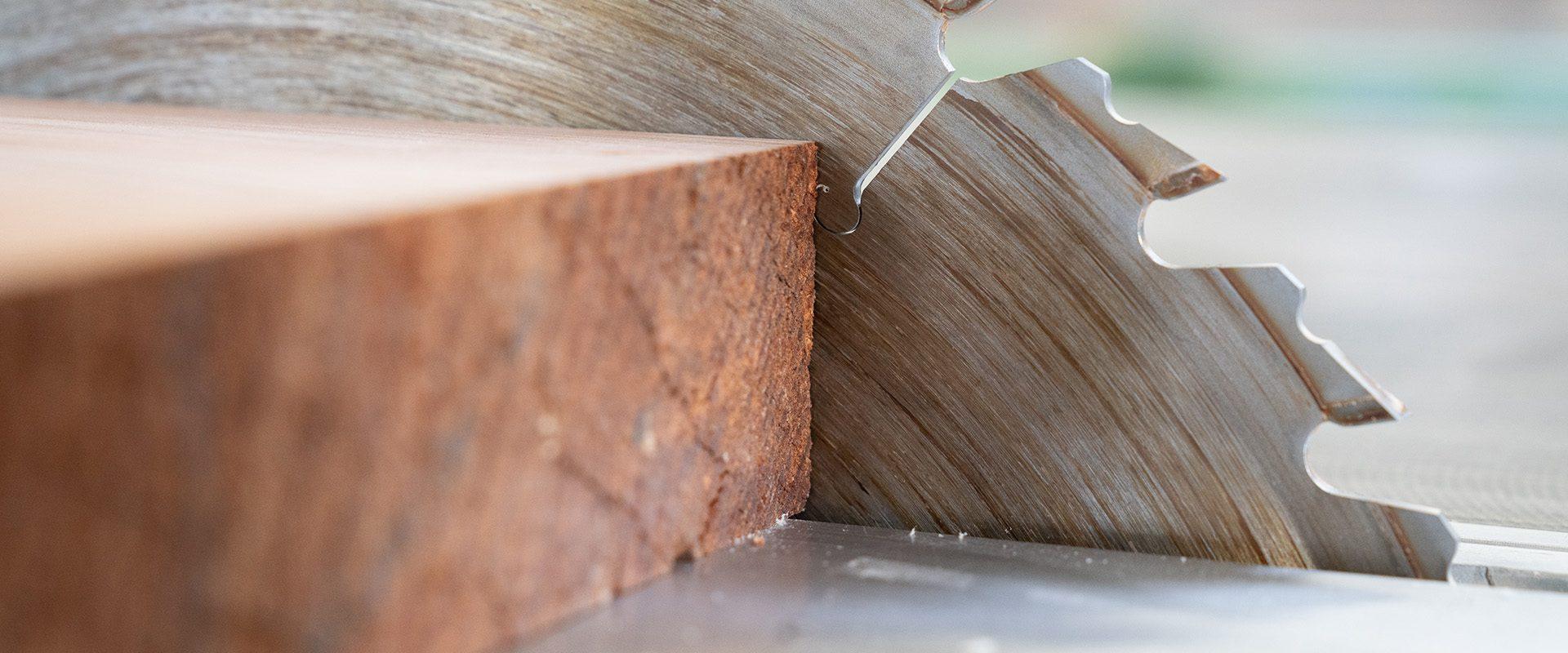 Schreinerarbeiten Holzzuschnitt