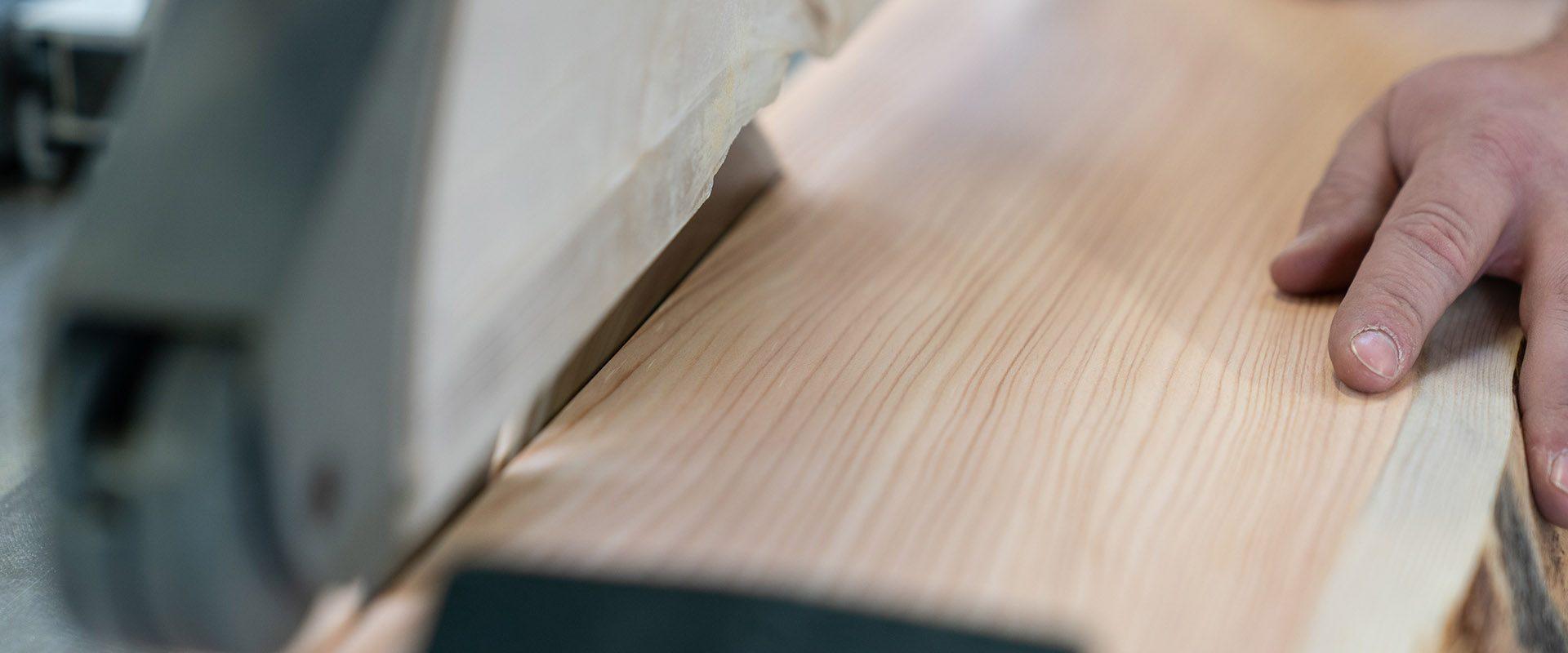 Schreinerei Holz zuschneiden mit TIschsäge